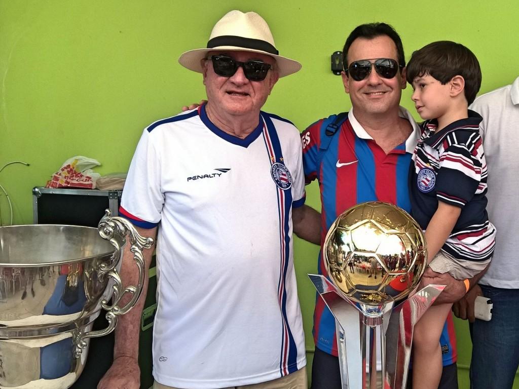 Três gerações de torcedores: Luiz Brandi, o filho Márcio e o neto Luiz