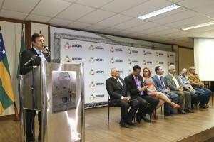 Paulo Ferrão, da empresa espanhola Teltronic, explica o sistema