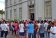 Motoristas clandestinos passaram a manhã em frente à Câmara Municipal