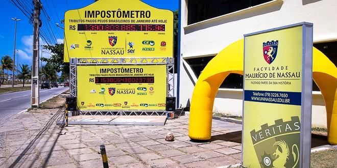 Impostômetro instalado na Av. Delmiro Gouveia. Foto: Wenderson Wanzeller