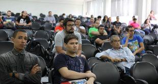 Alunos e profissionais em tecnologia da informação participaram do evento