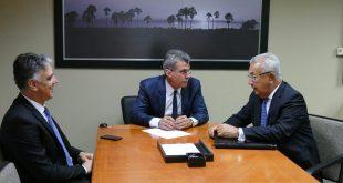 O governador, acompanhado do deputado federal Fábio Reis, esteve reunido com o senador Romero Jucá / Fotos: Roque Sá
