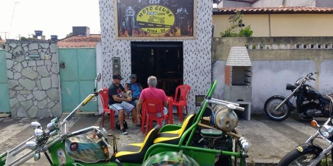 Sede da Moto Clube 250.com, na rua Júpiter, bairro Jardim Acácia, em Feira de Santana