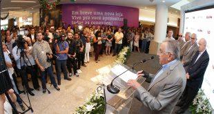 O empresário João Carlos Paes Mendonça discursa na inauguração da ampliação do Riomar  Foto: Jorge Henrique