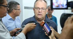 Governador cobra definição de data para funcionamento do Centro de Nefrologia