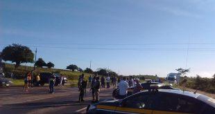 Caminhoneiros bloqueiam BR-101 em Sergipe