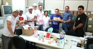 Direção do Copemcan doa peças artesanais a Almir do Picolé