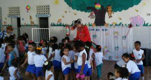 Festa anima crianças da Creche Lar de Zizi