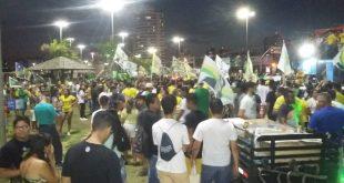 Centenas de pessoas lotam a 13 de Julho em apoio a Jair Bolsonaro