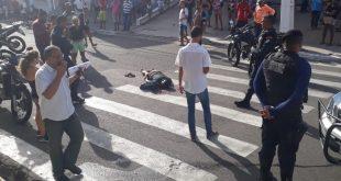 Jovem é espancado na rua e estado de saúde é grave