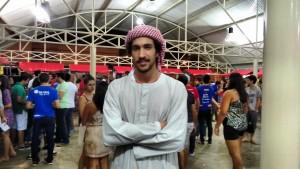 Vestido a caráter, o egipcio Adhan Aboudoma