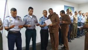 Capitão Jailson recebe diploma de curso em Minas