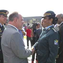 Coronel Rita de Cássia  é cumprimentada por Belivaldo Chagas