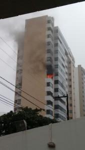Incêndio começou  em apartamento do sexto andar