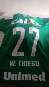 William Thiego mandou a camisa de presente para Ari há duas semanas.