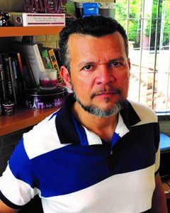 Professor Joaquim Tavares, autor do livro