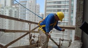 Atividade da indústria da construção volta a cair em janeiro