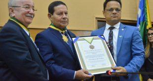 Vice-presidente da República recebe medalha e garante ajuda a Sergipe