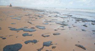 PF diz que embarcação grega é suspeita de ter derramado óleo no litoral nordestino