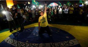 O brasileiro à direita