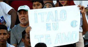 Ítalo, atacante do Confiança, quer a torcida no jogo contra o Boca Júnior, amanhã