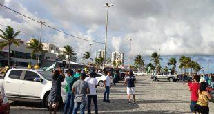 Motoristas fazem buzinaço nas ruas de Aracaju pedindo reabertura do comércio