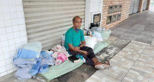 """""""Que as pessoas sejam mais humanitárias"""", ensina morador de rua"""