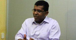 Sintasa protesta contra corte de gratificações nos salários de servidores e discutirá indicativo de greve