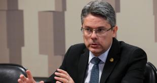Senado aprova projeto de Alessandro Vieira para distribuição de vacinas da Covid-19