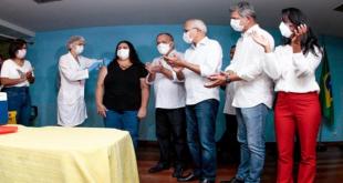 Enfermeira do Hospital João Alves Filho é a primeira pessoa vacinada com a Coronavac em Sergipe
