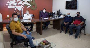 Governo discute implantação de fábrica do setor madeireiro em Macambira
