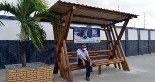 Sergas doa à comunidade do Conjunto Augusto Franco dois abrigos para ponto de ônibus