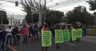 Manifestantes protestam contra mudança do tráfego na avenida Nestor Sampaio