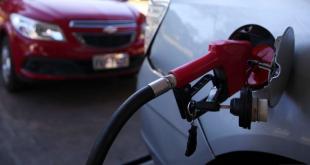 O valor do litro da gasolina segue pesando no bolso; o que fazer?