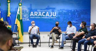 Prefeito Edvaldo sanciona lei para concessão de auxílio aos professores da rede municipal